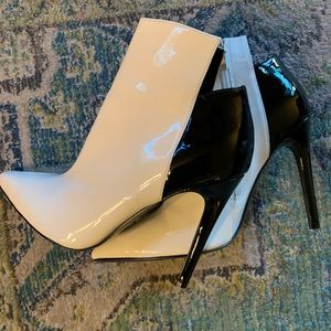 KENDALL & KYLIE b & w patent ankle boots 8.5